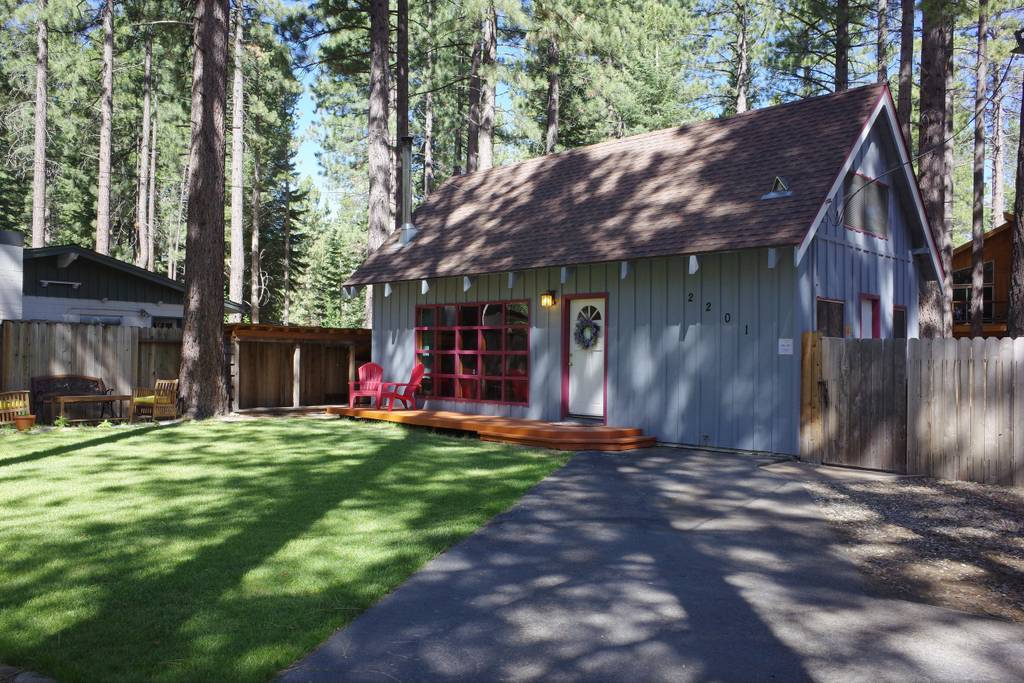 Getaways in Tahoe for a Cozy Cabin Rental 4